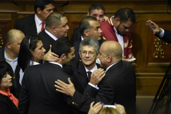 The new president of the Venezuelan parliament, deputy Henry Ramos Allup (C) is greeted by other opposition lawmakers at the parliament in Caracas, on January 5, 2016. Venezuela's President Nicolas Maduro ordered the security forces to ensure the swearing-in of a new opposition-dominated legislature passes off peacefully Tuesday, after calls for rallies raised fears of unrest. AFP PHOTO/JUAN BARRETO / AFP / JUAN BARRETO