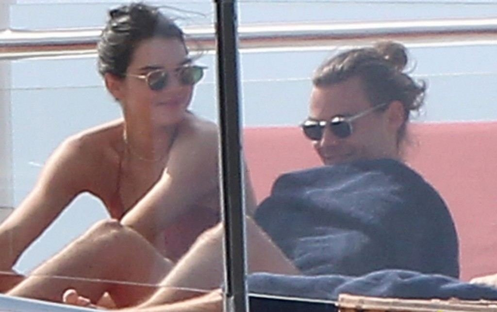 kendall-jenner-harry-styles-yacht-pda-2015-new-years-09