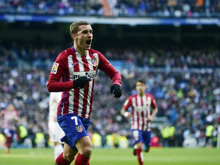 Atletico Madrid's French forward Antoine Griezmann celebrates a goal during the Spanish league football match Real Madrid CF vs Club Atletico de Madrid at the Santiago Bernabeu stadium in Madrid on February 27, 2016. / AFP / PIERRE-PHILIPPE MARCOU