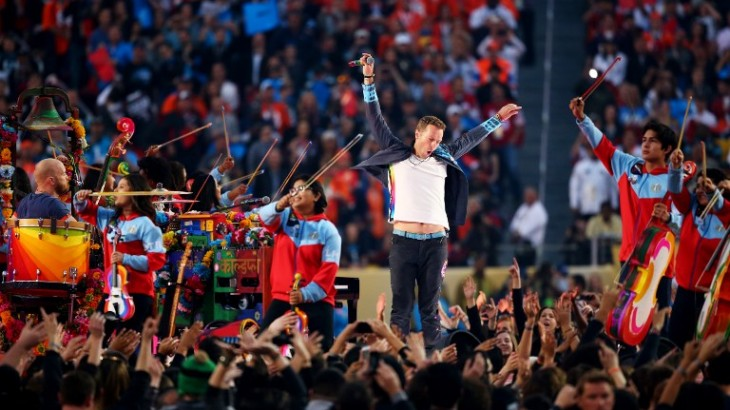 SANTA CLARA, CA - FEBRUARY 07: Chris Martin of Coldplay performs during the Pepsi Super Bowl 50 Halftime Show at Levi's Stadium on February 7, 2016 in Santa Clara, California.   Maddie Meyer/Getty Images/AFP