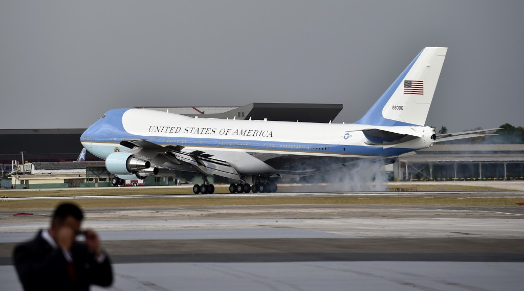 The plane transporting US President Barack Obama lands at Jose Marti international airport in Havana on March 20, 2016. Obama, who is on a historic three-day visit to the communist-ruled island, flew to Cuba Sunday to bury the hatchet in a more than half-century-long Cold War standoff, but the arrest of dozens of dissidents just as his plane took off underlined the delicacy of the mission. AFP PHOTO/ Yuri CORTEZ / AFP / YURI CORTEZ
