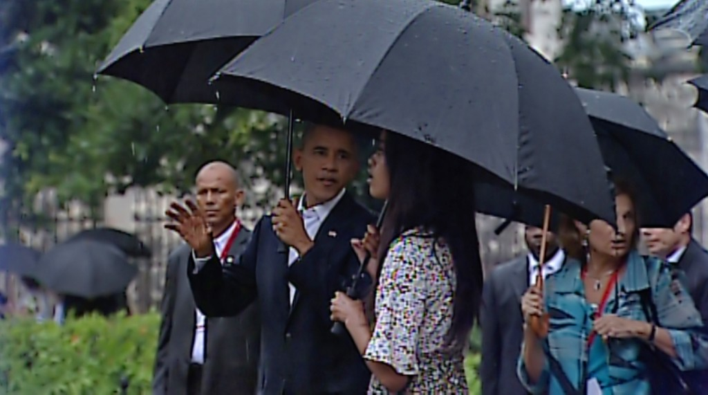 Video grab from Cuban TV of US President Barack Obama speaking with his daughter Malia (R) as they walk along the Old Havana on March 20, 2016. Barack Obama on Sunday became the first US president in 88 years to visit Cuba, touching down in Havana for a landmark trip aimed at ending decades of Cold War animosity. AFP PHOTO / CUBAN TV / AFP / CUBAN TV / --