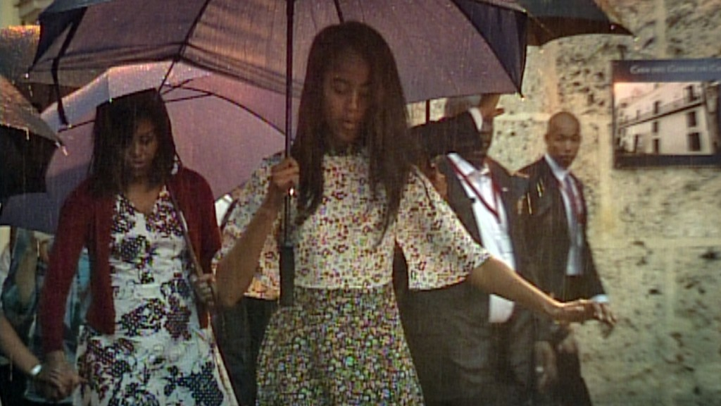 Video grab from Cuban TV of US First Lady Michelle Obama (L) and daughter Malia (C) during a visit to Old Havana on March 20, 2016. On Sunday, US President Barack Obama became the first US president in 88 years to visit Cuba, touching down in Havana for a landmark trip aimed at ending decades of Cold War animosity. AFP PHOTO / CUBAN TV / AFP / CUBAN TV / --
