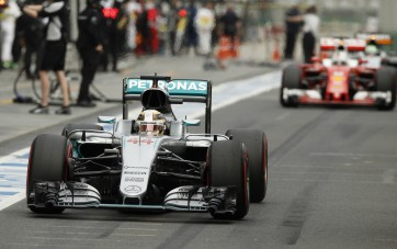 Mercedes AMG Petronas F1 Team's British driver Lewis Hamilton drives down the pit straight during qualifying at the Australian Formula One Grand Prix in Melbourne on March 19, 2016. / AFP / POOL / BRANDON MALONE