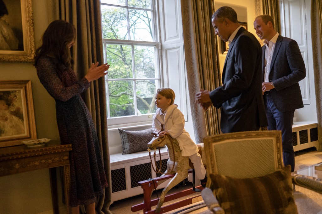 """A handout picture released by Kensington Palace on April 22, 2016 shows Britain's Prince George of Cambridge (2L) playing on a rocking horse while his mother Catherine, Duchess of Cambridge (L), US President Barack Obama (2R) and Prince William, Duke of Cambridge (R) watch at Kensington Palace in London on April 22, 2016. / AFP PHOTO / KENSINGTON PALACE / WHITE HOUSE PHOTOGRAPHER / PETE SOUZA / RESTRICTED TO EDITORIAL USE, NO COMMERCIAL USE, NO ADVERTISING, NO MERCHANDISING, MANDATORY CREDIT """"AFP / KENSINGTON PALACE / WHITEHOUSE PHOTOGRAPHER / PETE SOUZA"""" RESTRICTED TO SUBSCRIPTION USE - NO SALES - DISTRIBUTED AS A SERVICE TO CLIENTS"""