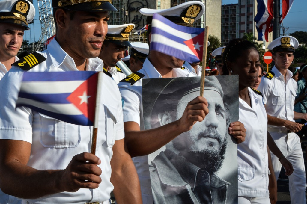 Members of the Navy display a picture of Cuban former president Fidel Castro during the May Day parade at Revolution Square in Havana, on May 1, 2016. / AFP PHOTO / JORGE BELTRAN