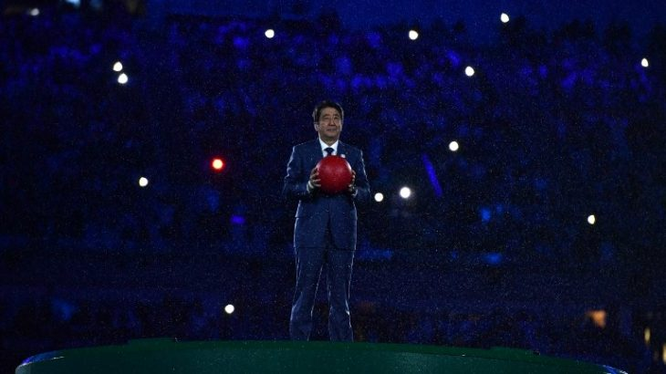 Japanese Prime Minister Shinzo Abe holds a red ball during the closing ceremony of the Rio 2016 Olympic Games at the Maracana stadium in Rio de Janeiro on August 21, 2016. / AFP PHOTO / Leon NEAL