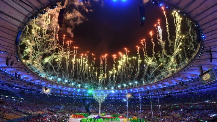 A general view shows fireworks during the closing ceremony of the Rio 2016 Olympic Games at the Maracana stadium in Rio de Janeiro on August 21, 2016. / AFP PHOTO / Luis Acosta