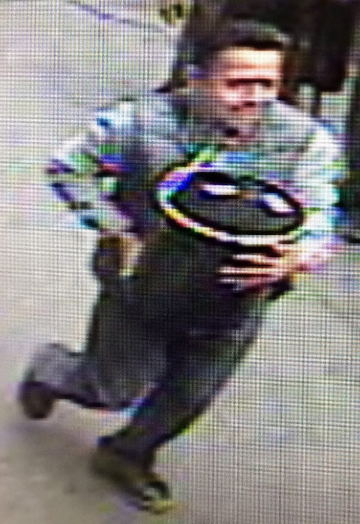 "This image released by the New York Police Department on November 30, 2016, shows a man carrying a pail reportedly filled with gold flakes worth 1.6 million USD. New York police a searching for the suspect who on September 29, 2016, took the 5-gallon (19-liter) aluminum pail from the rear of an armored truck.  / AFP PHOTO / CCTV / HO / RESTRICTED TO EDITORIAL USE - MANDATORY CREDIT ""AFP PHOTO / CCTV / New York City Police Department "" - NO MARKETING NO ADVERTISING CAMPAIGNS - DISTRIBUTED AS A SERVICE TO CLIENTS"