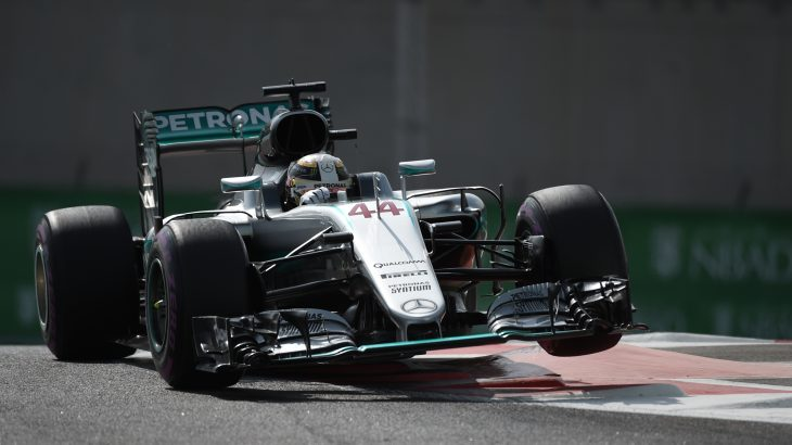 Mercedes AMG Petronas F1 Team's driver Lewis Hamilton steers his car during the first practice session as part of the Abu Dhabi Formula One Grand Prix at the Yas Marina circuit on November 25, 2016. / AFP PHOTO / MOHAMMED AL-SHAIKH