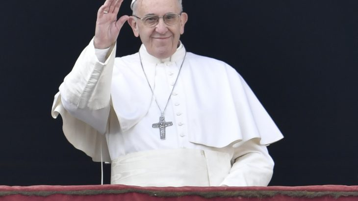 Papa francisco es hora de que las armas callen for Plural of balcony